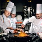 Live cooking – mistrzowski pokaz czy zwykłe kuglarstwo