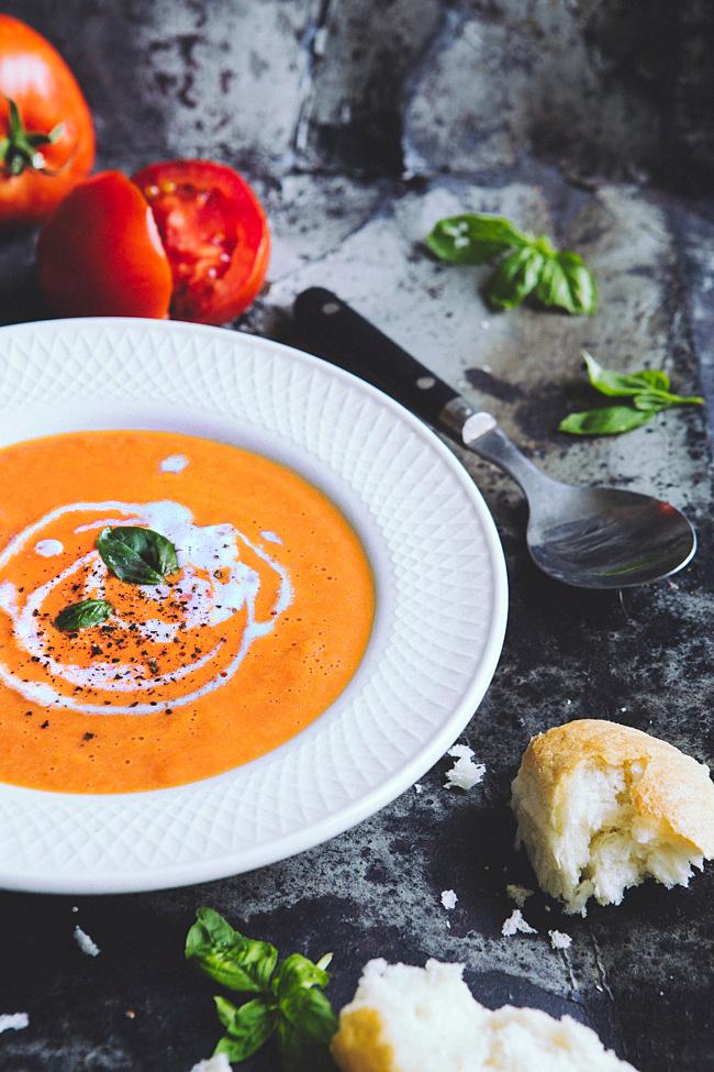 Zupa krem z pomidorów z bazylią